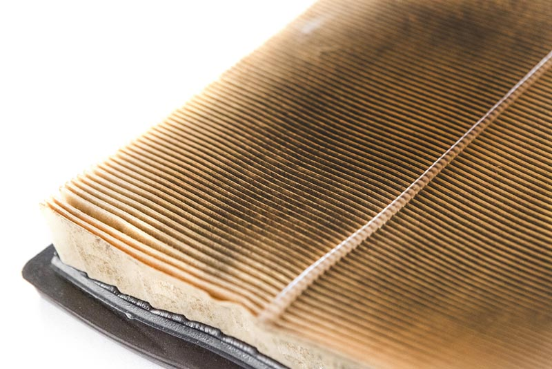 How Does a Clean Air Filter Improve Engine Performance?